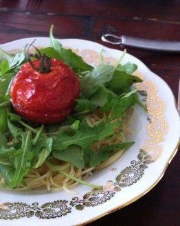 Spaghetti aglio e olio met garnaaltjes en tomaat