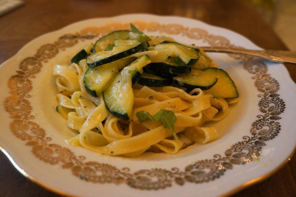 Makkelijke vegetarische pasta courgette ei