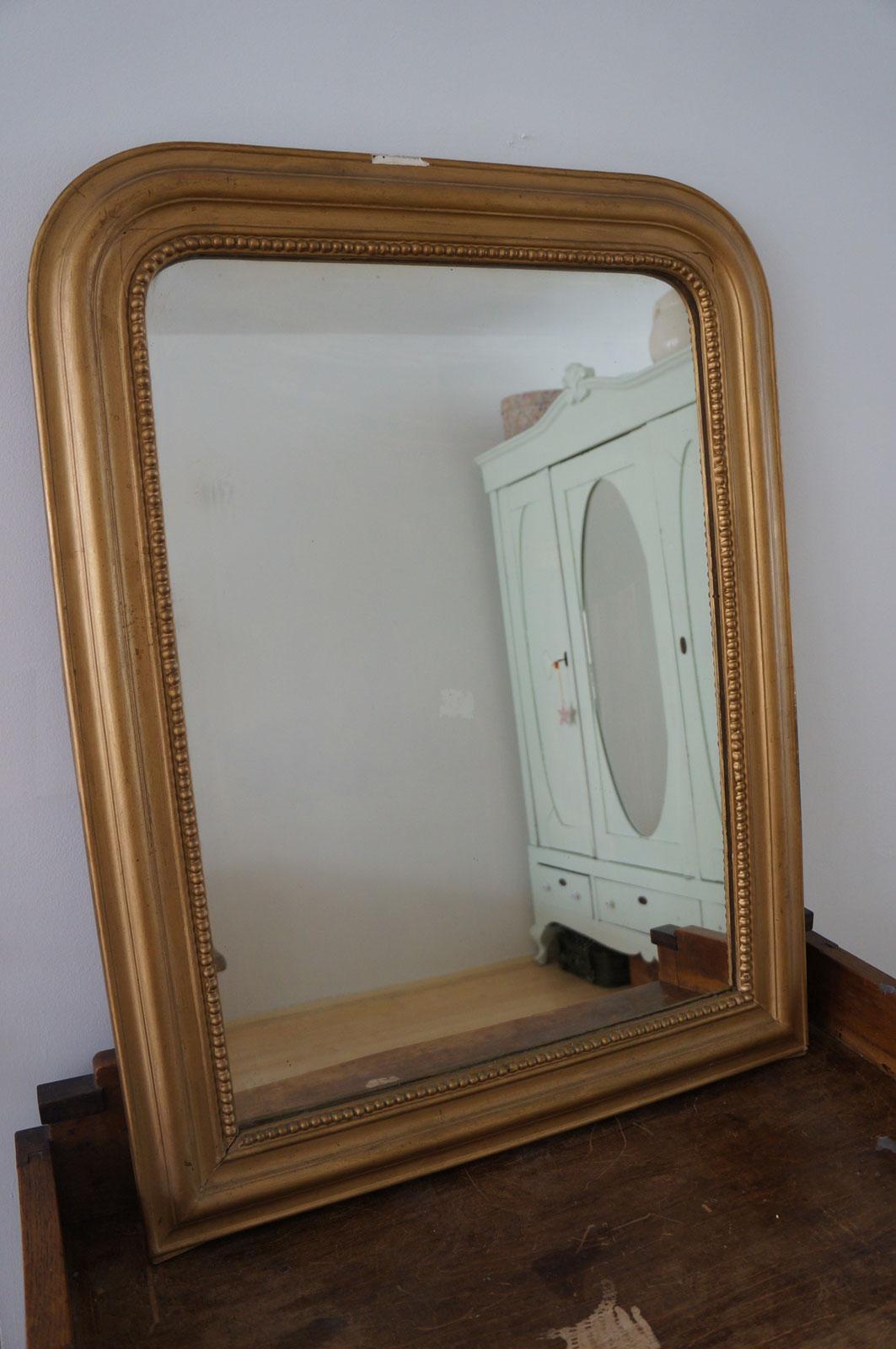Spiegel Met Oude Lijst.Oude Spiegel Met Goudkleurige Lijst 84 X 64 Cm