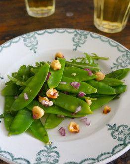 Knapperige salade peulen rucola noten