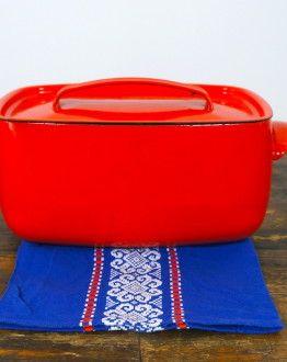 Scandinavische diepe ovenschaal met deksel rood van emaille