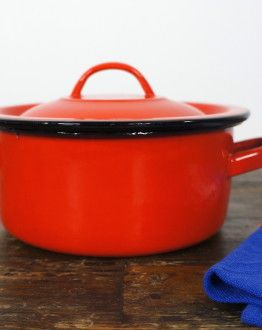 Rood emaille pannetje zijkant
