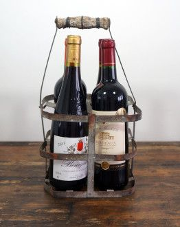 vintage ijzeren flessenrek met houten handvat