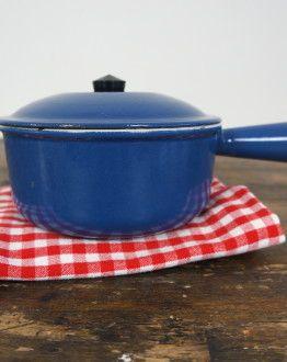 Blauwe Le Creuset steelpan : fonduepan met deksel zij
