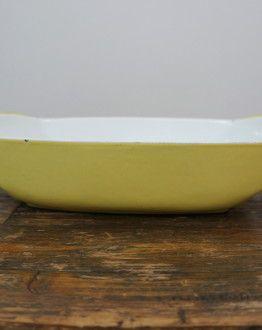 Lichtgele Le Creuset ovenschaal van Raymond Loewy