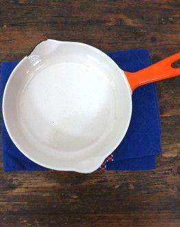 Oranje Le Creuset koekenpannetje maat 16 binnen