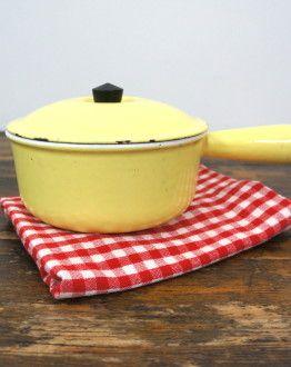 geel klein steelpannetje met deksel Le Creuset maat 16 zij