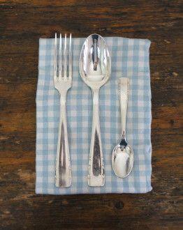art deco bestekset met 12 vorken lepels dessertlepels en soeplepel in blauwe koffer servet