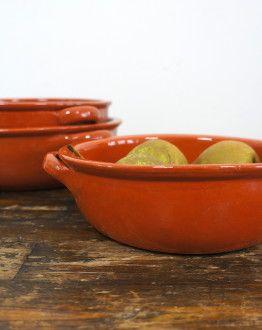 Middelgrote, ronde ovenschaal van aardewerk